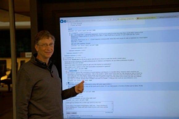 Bill-gates-with-big-screen