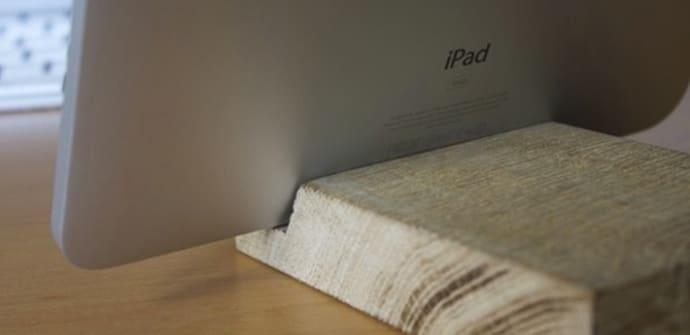 Soporte de tablet de madera hecho a mano