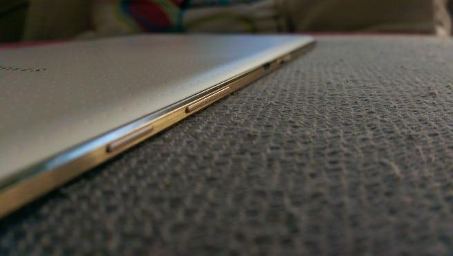 Galaxy Tab S 8.4 perfil derecho
