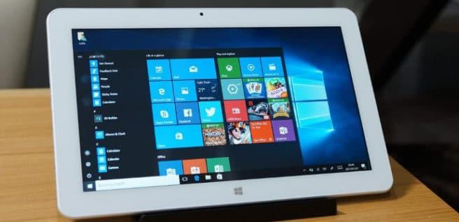 tablet Cube Mix Plus con Windows 10 sobre soporte