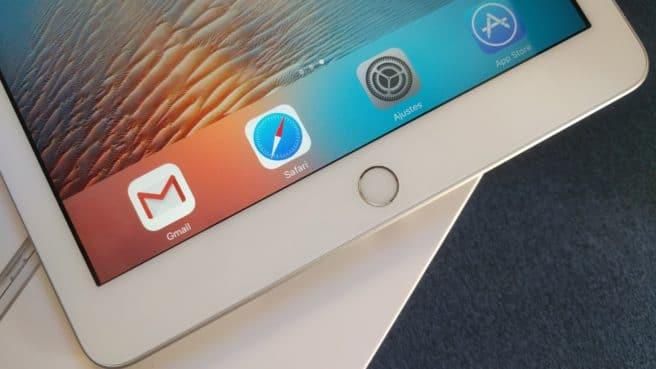 Apple iPad 2017 dock iOS