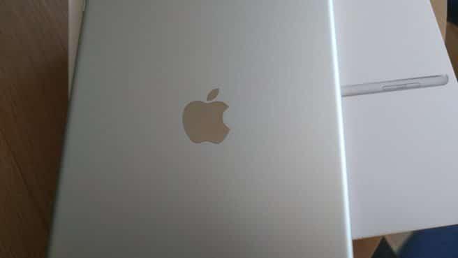 Apple iPad 2017 logo manzana