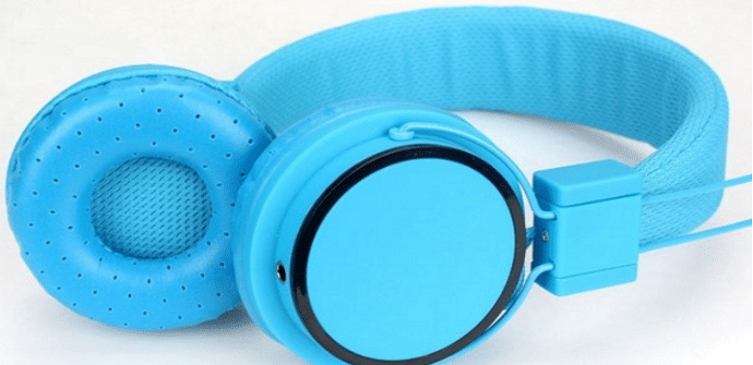 ome auriculares azules